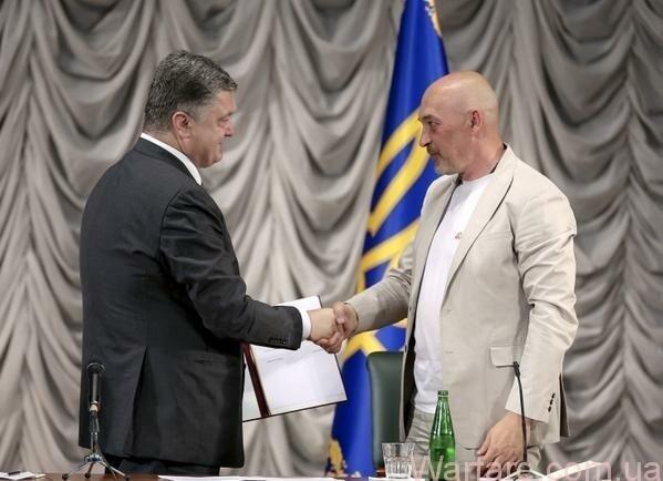 Тука: Я встретился с президентом. Он достаточно грубыми мазками обрисовал основные идеи госстратегии, и я понял, что видение ключевых позиций совпадает. Скелет уже есть. Теперь предстоит его облечь в вид государственного документа. Надеюсь, этот процесс не затянется. Фото: twitter.com / Poroshenko